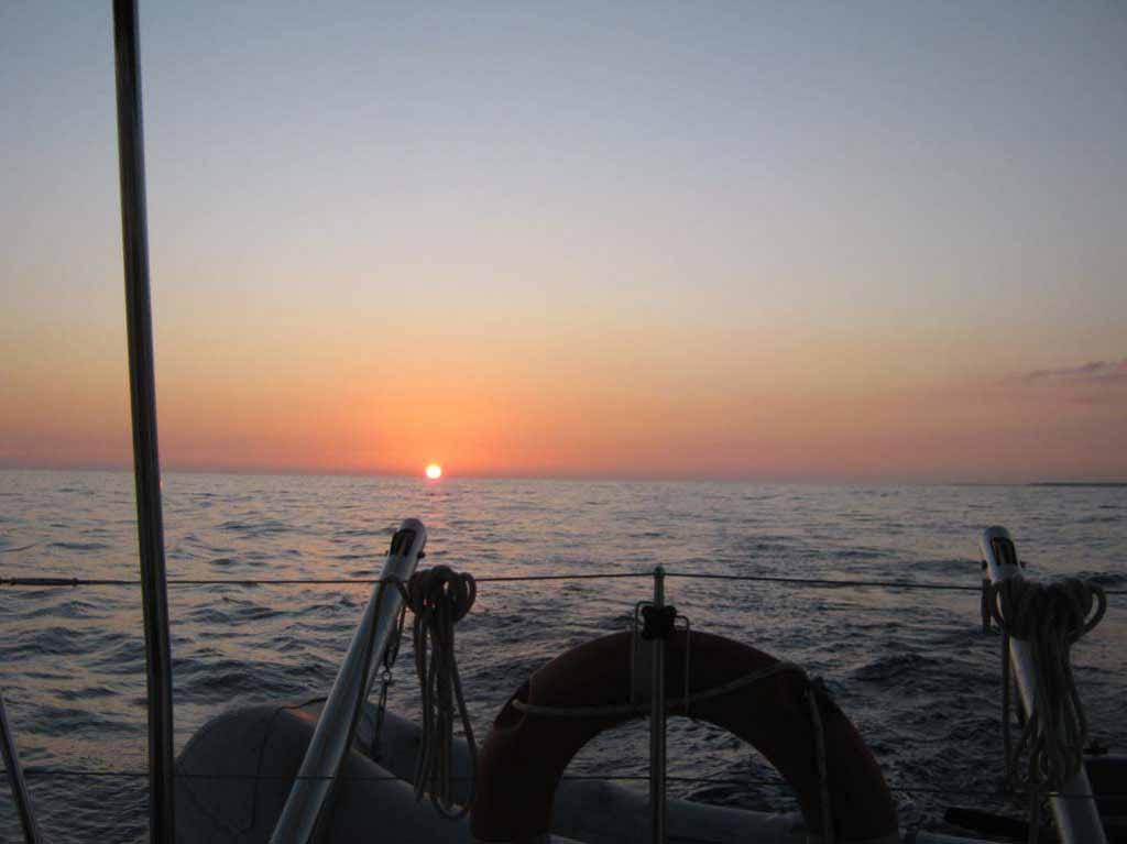 Закат в территориальных водах Кубы.