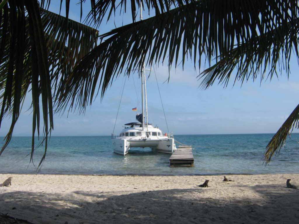 Стоянка на мангровом острове.